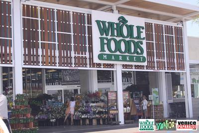 09 05 09 Whole Foods Market One Year Anniversary   Free BBQ   Customer Appreciation   225 Lincoln Blvd   Venice, Ca 310  566 9480 (16)