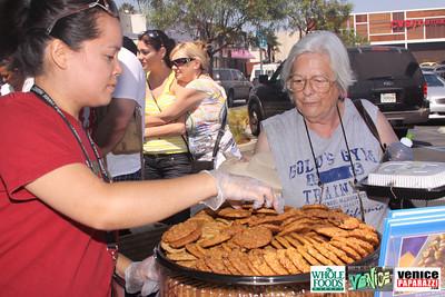 09 05 09 Whole Foods Market One Year Anniversary   Free BBQ   Customer Appreciation   225 Lincoln Blvd   Venice, Ca 310  566 9480 (20)