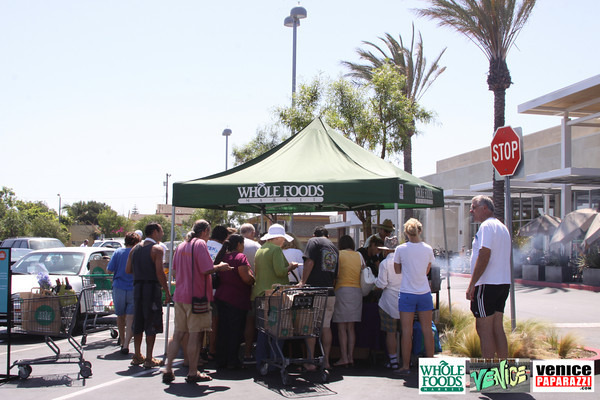 09 05 09 Whole Foods Market One Year Anniversary   Free BBQ   Customer Appreciation   225 Lincoln Blvd   Venice, Ca 310  566 9480 (6)
