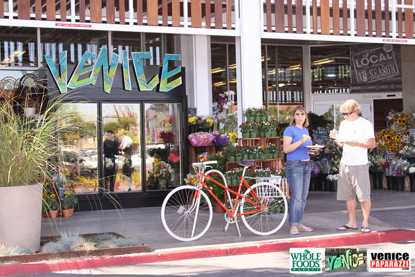 09 05 09 Whole Foods Market One Year Anniversary   Free BBQ   Customer Appreciation   225 Lincoln Blvd   Venice, Ca 310  566 9480 (148)