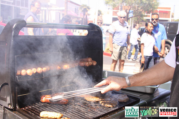 09 05 09 Whole Foods Market One Year Anniversary   Free BBQ   Customer Appreciation   225 Lincoln Blvd   Venice, Ca 310  566 9480 (50)