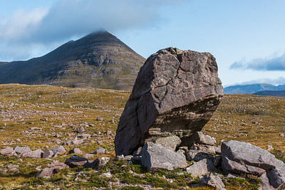 A rather precariously perched erratic on the way towards Beinn an Eoin.