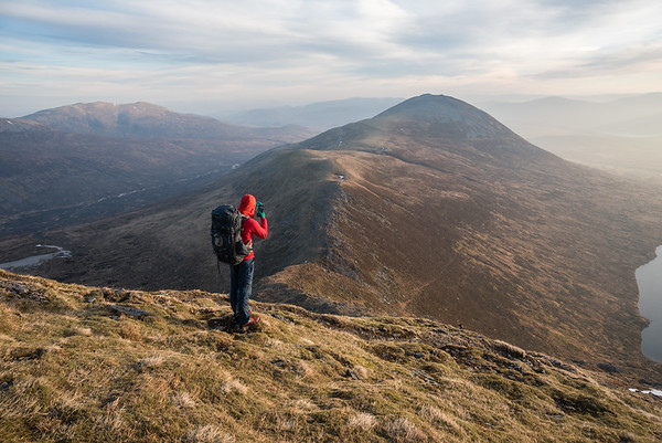 Heading down off Geal-Charn towards Carn Dearg. An Lairig on the left and Loch an Sgoir on the right.