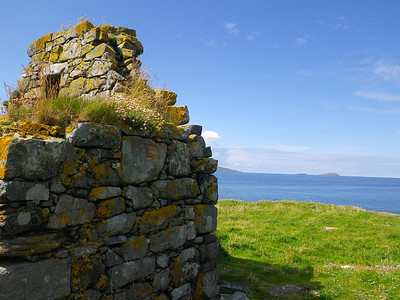 Ruined chapel at Rubh' an Teampaill, Harris
