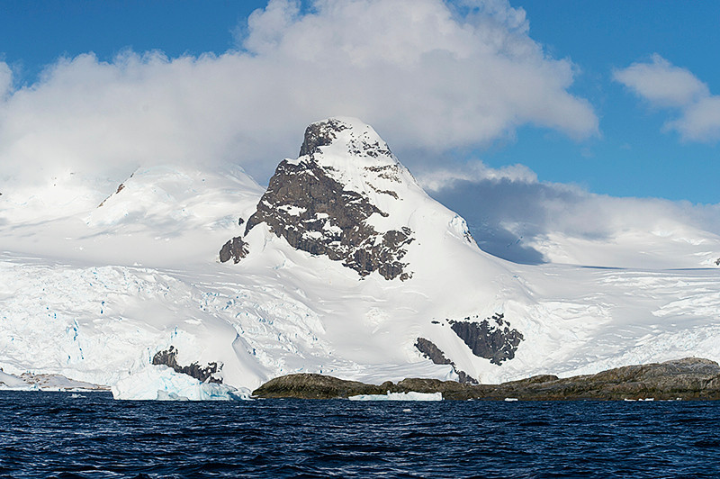 Cruising in a zodiac at Cierva Cove, located at the far northern end of Hughes Bay, at the northern end of the Gerlache Strait