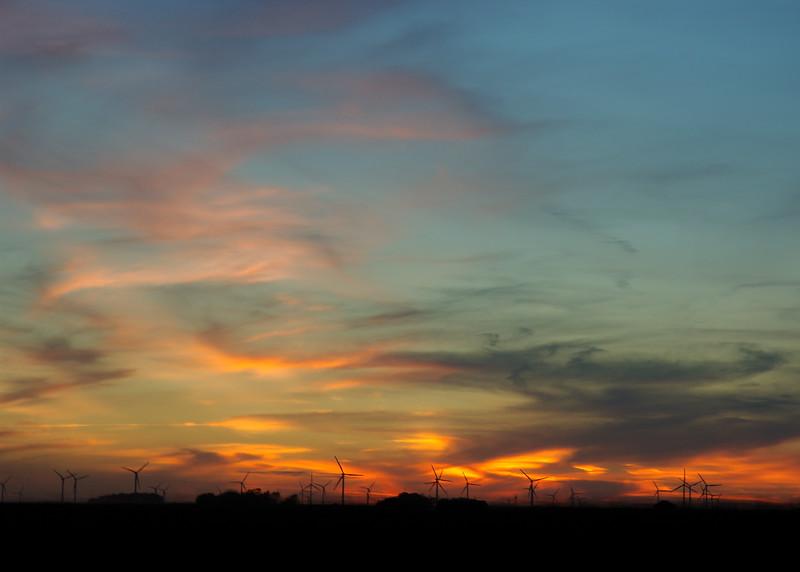 Iowan Wind Farm at sunset DSC_6184