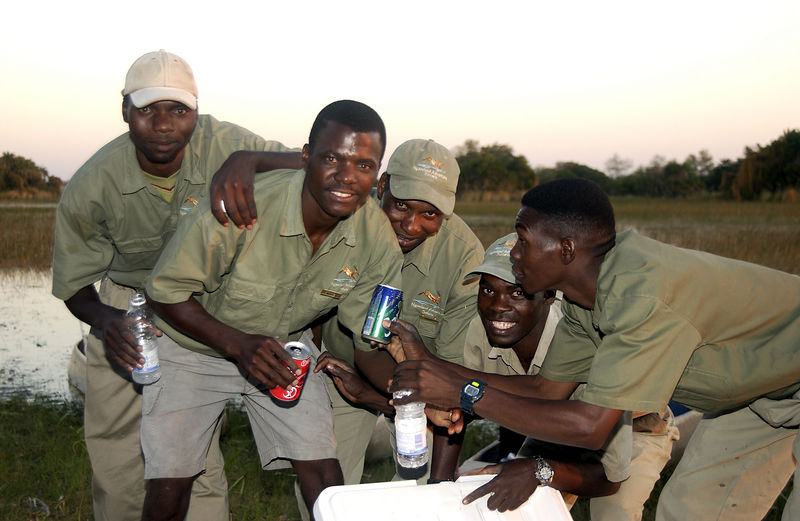 Jacana camp guides ad mekoro polers