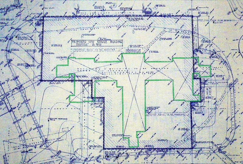 1962: Plan for new Service Building; the dashed outline in the middle (highlighted here in green) shows older building to be removed. <em>Courtesy of the Massachusetts Archives.</em>