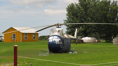 7) 6439 OLD HELICOPTER