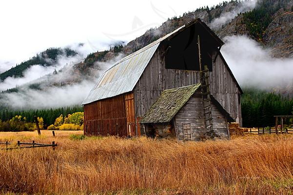 Kumm barn and clouds.