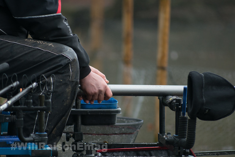Holding the pole while supporting it on the front bar rest.