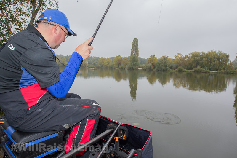 Will Raison plays an F1 on Middle Lake on a top kit.