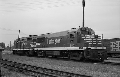 2013.010.CBQ.D.0102--bill kuba 6x9 neg--CB&Q--GE diesel locomotive 102--Council Bluffs IA--1965 1018