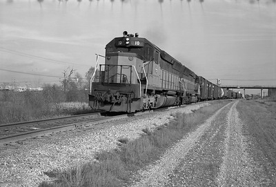 2013.010.MILW.D.0010B--bill kuba 6x9 neg--CMStP&P--EMD diesel locomotive 10 on westbound freight train 61--Louisa IA--1975 1101