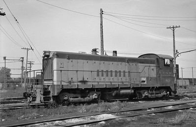2013.010.CNW.D.0089--bill kuba 6x9 neg--C&NW--BLW diesel switcher locomotive 89--Council Bluffs IA--1965 1018