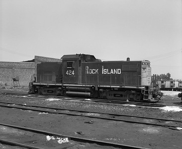 2013.010.CRIP.D.0424--bill kuba 6x7 neg--CRI&P--ALCO diesel switcher locomotive 424--Blue Island IL--1971 0811