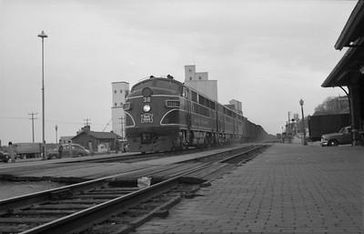 2013.010.CRIP.D.0038--bill kuba 6x9 neg--CRI&P--EMD diesel locomotive 38 on eastbound freight train--Muscatine IA--1954 0400