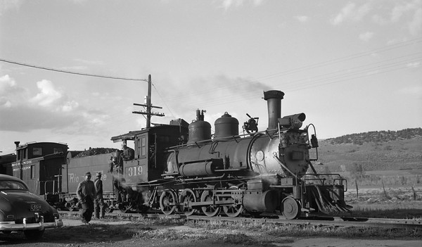 2013.010.DRGW.SN.319--bill kuba 116 neg--D&RGW--narrow gauge steam locomotive 2-8-0 C-18 319 with caboose scene on RGS--Dolores CO--1947 0531