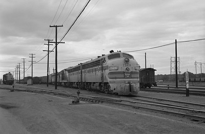 2013.010.FWD.D.0752A--bill kuba 6x9 neg--FW&D--EMD diesel locomotive 752A in yard--Pueblo CO--1962 0928