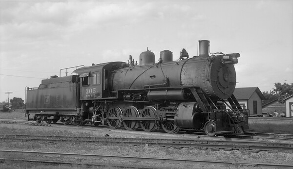 2013.010.FWD.S.0305--bill kuba 116 neg--FW&D--steam locomotive 2-8-0 305--Fort Worth TX--1947 0610