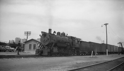 2013.010.FWD.S.0302--bill kuba 116 neg--FW&D--steam locomotive 2-8-0 302 on freight train--Fort Worth TX--1946 0823