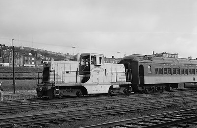 2013.010.DUPT.D.0005--bill kuba 6x9 neg--DUD&T--GE diesel switcher locomotive 5--Duluth MN--1962 0901