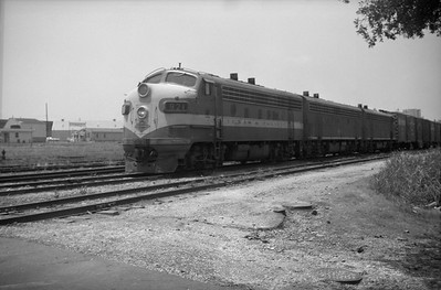 2013.010.TP.D.0921--bill kuba 6x9 neg--T&P--EMD diesel locomotive 921 on freight train--El Paso TX--1964 0600