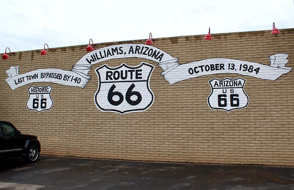 Mural along Route 66 (2018)