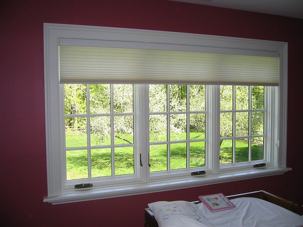 Duette EasyRise shade covering large window