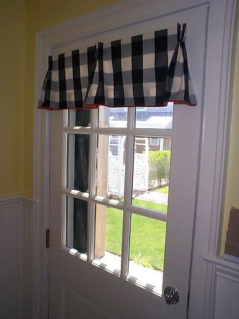 Door mounted valance