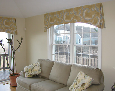 Custom fabric valance