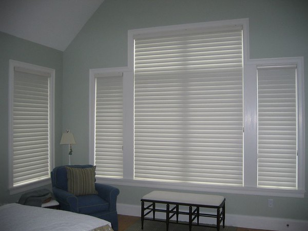 Silhouette Shades with Bon Soir room dimming fabric