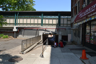 AVE H Subway Station