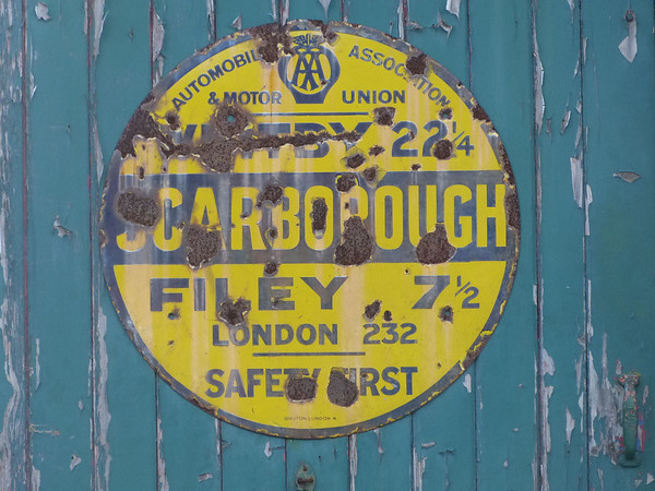 AA Round Sign - Scarborough 130427