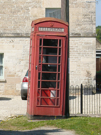 Telephone Box - Avening 110423
