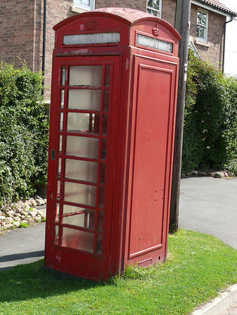 Telephone Box - Aldwark 110805