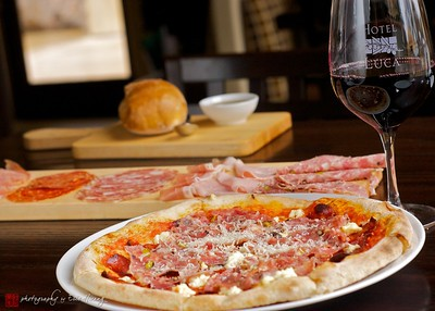 Pizza at at Cantinetta Piero restaurant of Hotel Luca, Yountville, California