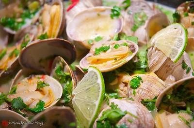 Thai-style steamed clams