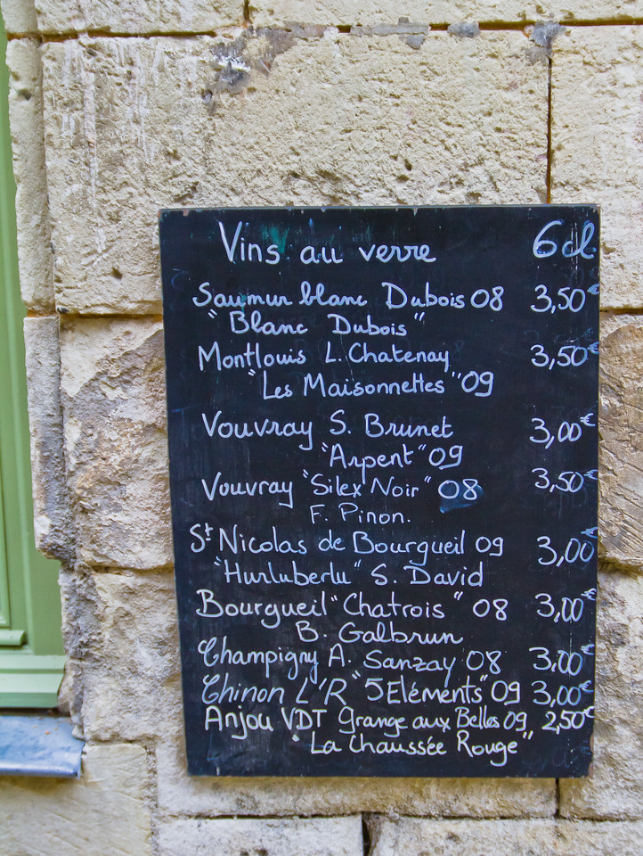 This is what was available to taste at Enfin du Vin, in Candes St Martin, in the heart of the Loire valley in February 2011. Highly, very highly recommended for the selection, the knowledge, the growers you're likely to meet at the end of a hard day's work. A  cave / Bar à vin combination, you can taste before you buy, as it should be. Damien, the owner, is at the top of his game - a TRUE wine professional, stop in to say hello.