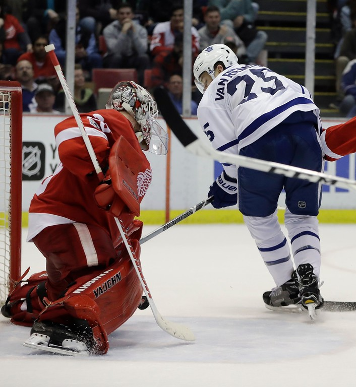 . Toronto Maple Leafs left wing James van Riemsdyk (25) shoots the puck past Detroit Red Wings goalie Jimmy Howard for a goal during the third period of an NHL hockey game, Saturday, April 1, 2017, in Detroit. Toronto won 5-4. (AP Photo/Carlos Osorio)