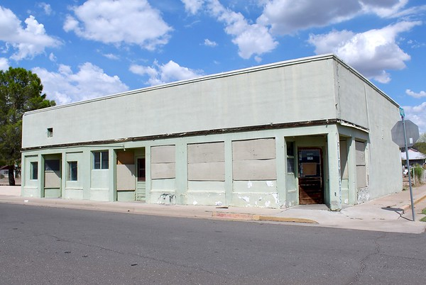 Vacant commercial building on Griffin Avenue (2018)