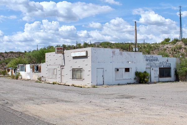 Derelict business block on Highway 177 (2018)