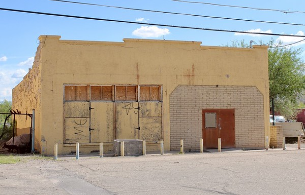 Vacant commercial building on Quarelli Street (2018)