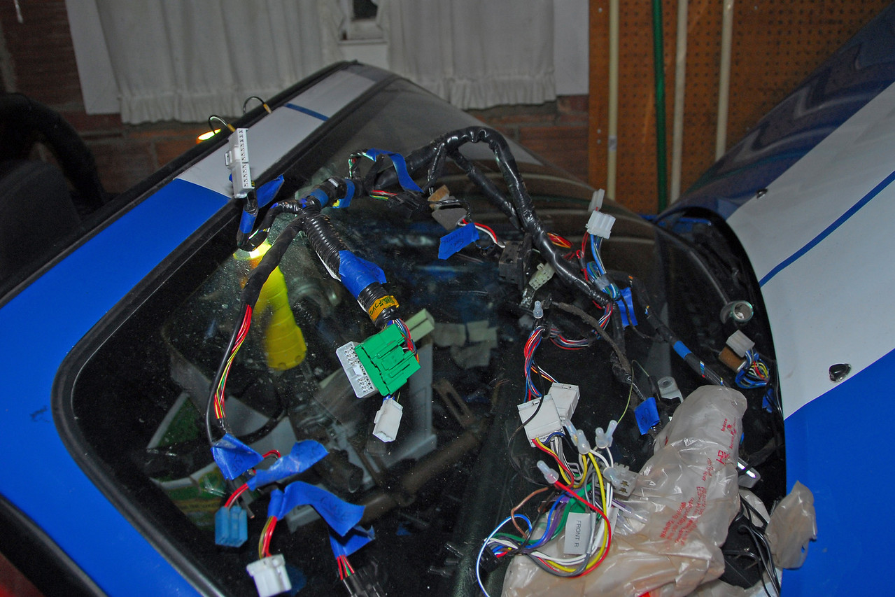 What a lovely sight - the main dash wiring harness, all jumbled up on my windshield right where it belongs....