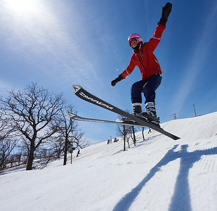 DAVID LIPNOWSKI / WINNIPEG FREE PRESS  Lyneah Berg (age 12) enjoys the last day of downhill skiing and snowboarding at Stony Mountain Ski Area Sunday April 15, 2018.