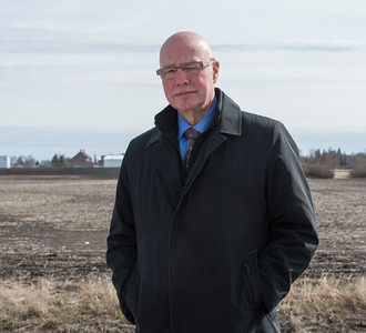 DAVID LIPNOWSKI / WINNIPEG FREE PRESS    Judge Ray Wyant outside of Headingley Correctional Institution Sunday April 24, 2016. For a story about Judge Wyant returning for a tour of Headingley … the first time he has been back inside since 1974 – when he was a summer intern at the Free Press – the newspaper assigned him to go inside as an inmate for a weekend.