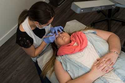 DAVID LIPNOWSKI / WINNIPEG FREE PRESS  Founder and CEO of Brows by G, Giovanna Minenna demonstrating microblading on Angela Chaboyer at her shop on Grant Ave Thursday April 27, 2017.
