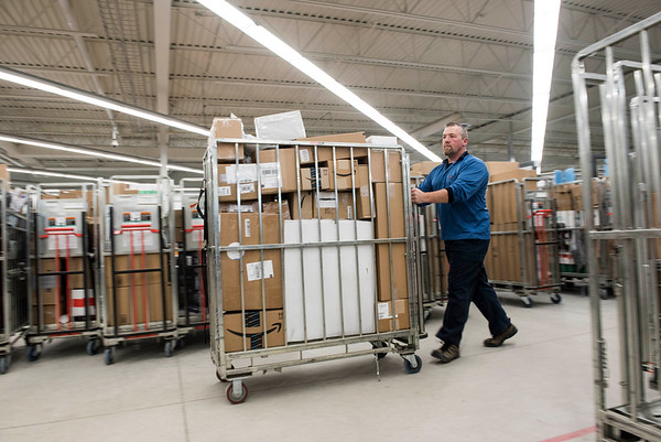 DAVID LIPNOWSKI / WINNIPEG FREE PRESS   Canada Post Delivery Agent Glenn Greaves moves parcels on the busiest delivery day of the year for Canada Post at their South West Depot in Winnipeg Monday December 12, 2016.