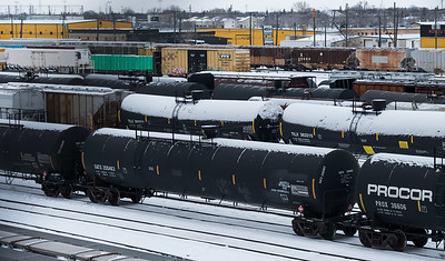 DAVID LIPNOWSKI / WINNIPEG FREE PRESS  Oil tank train cars as seen from the Arlington Bridge Wednesday December 26, 2018.    For a 49.8 feature running Jan5