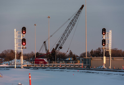 DAVID LIPNOWSKI / WINNIPEG FREE PRESS  A train signal near the Jubilee overpass Thursday December 27, 2018.